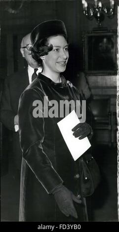 1962 - Princess Presides - HRH Princess Margaret - President of the Invalid Children's AID Association arrives at - Stock Photo