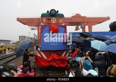 Yiwu, China's Zhejiang Province. 28th Jan, 2016. Honored guests unveil the first regular container train linking - Stock Photo