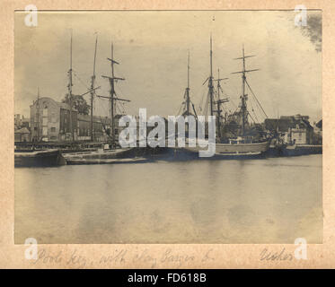 Victorian photograph of Poole Quay with clay barges, c. 1900 - Stock Photo