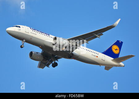 Lufthansa Airbus A320-214(WL) D-AIUK arriving at London Heathrow Airport, UK - Stock Photo