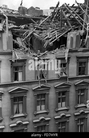 Bomb damage at a residential building in Berlin, 1940 - Stock Photo