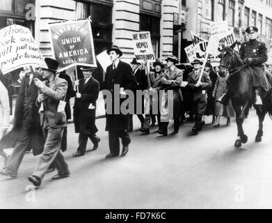 Global economic crisis: Unemployed demonstrators in New York, 1934 - Stock Photo
