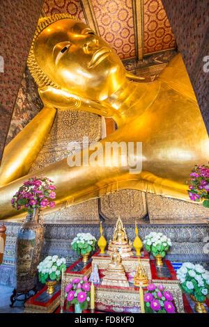 Wat Po, Temple of the Reclining Buddha - Stock Photo