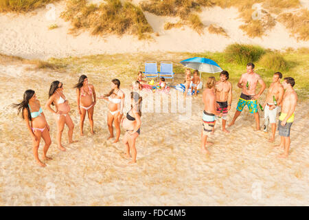 Friends hanging out at the beach. Tarifa, Costa de la Luz, Cadiz, Andalusia, Southern Spain. - Stock Photo
