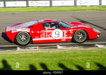 1967 Ford GT40 owned by Richard Meins and driven by him at the 2015 Goodwood Revival - Stock Photo