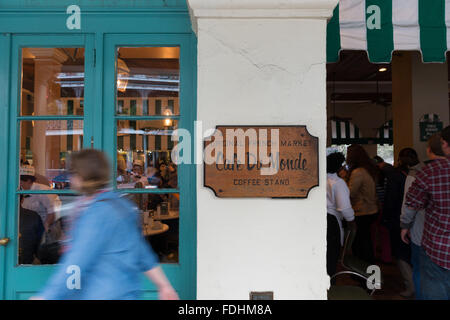 Cafe du Monde in French Quarter, New Orleans - Stock Photo