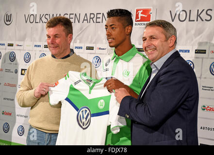 Wolfsburg, Germany. 1st Feb, 2016. Brazilian soccer player Bruno Henrique (c) holding up his new jersey next to - Stock Photo