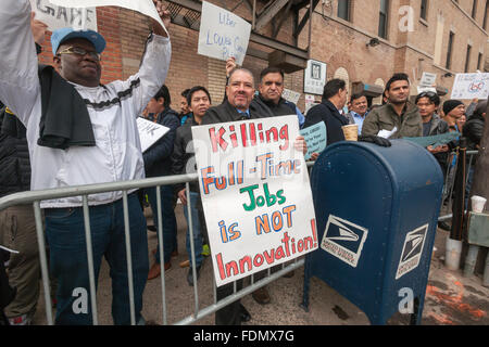 New York, USA. 1st February, 2016. Several hundred Uber drivers and their supporters strike in front of Uber's Queens - Stock Photo