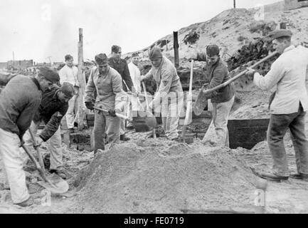 The Nazi propaganda picture shows how male workers from the Todt Organisation are building a bunker at the Atlantic - Stock Photo