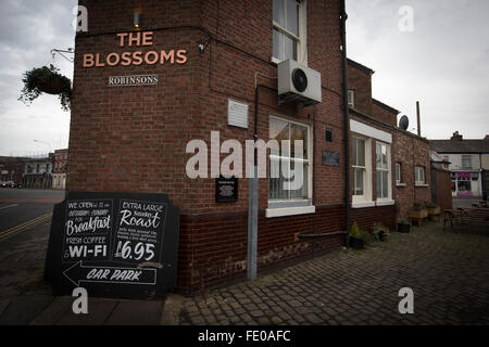 The Blossoms pub in Stockport which the band Blossoms, take their name. The guitar pop band have come fourth on - Stock Photo