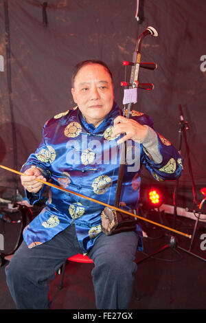 Manchester, UK. 4th Feb 2016. Chinese New Year in St Anne's Sq, Manchester.  Henry Fung playing a traditional a - Stock Photo