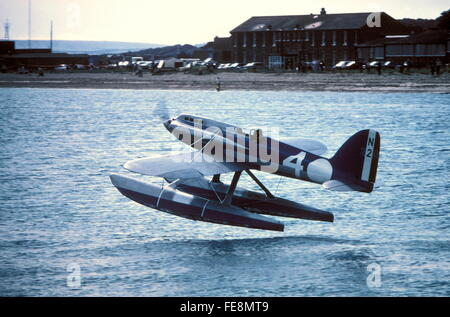 AJAXNETPHOTO - 1975, CALSHOT, ENGLAND - SCHNEIDER TROPHY RACE REPLICA - A REPLICA SUPERMARINE S5. SINGLE SEAT SEAPLANE - Stock Photo