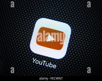 Youtube video streaming website app logo on screen of  smart phone - Stock Photo