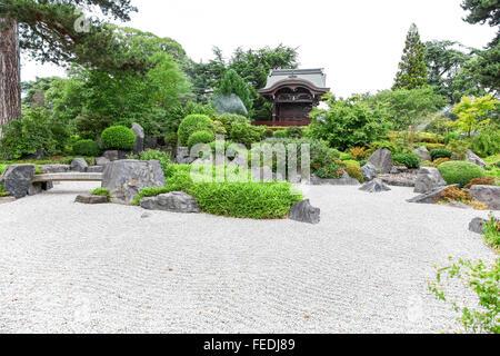 Chokushi-Mon (Imperial Envoy's Gateway) the Chinese gateway and Japanese garden Kew Royal Botanic Gardens London England UK