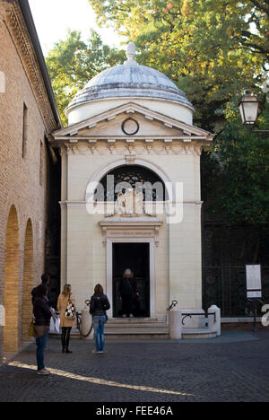 Dante's tomb in Ravenna. Built in 1780 by architect Camillo Morigia, this little neoclassical temple houses Dante's - Stock Photo