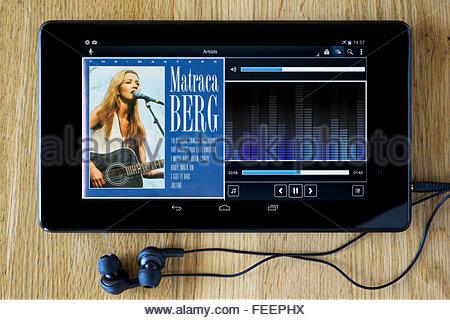 Matraca Berg greatest hits album, MP3 album art on PC tablet, England - Stock Photo