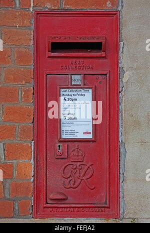 An old post office letter box bearing the royal initials of King George and this box is sunken into a wall of Culham - Stock Photo