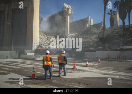 Los Angeles, California, USA. 6th Feb, 2016. The Sixth Street Bridge Demolition over the 101 Freeway begins, as - Stock Photo