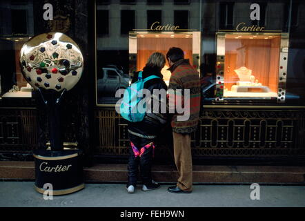 AJAXNETPHOTO.  PARIS, FRANCE. - WINDOW SHOPPING - A COUPLE LOOKING AT LUXURY GOODS ON DISPLAY IN CARTIER'S WINDOW - Stock Photo