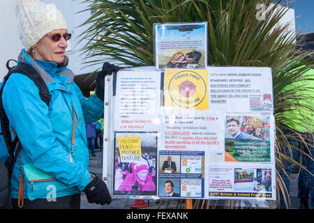 Blackpool, Lancashire, UK 9th February, 2016. Protesters against the Cuadrilla appeal to allow shale gas drilling - Stock Photo