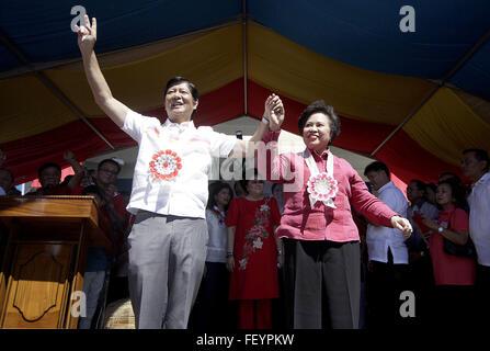Ilocos Norte Province, Philippines. 9th Feb, 2016. Presidential candidate Senator Miriam Defesor-Santiago (R) join - Stock Photo