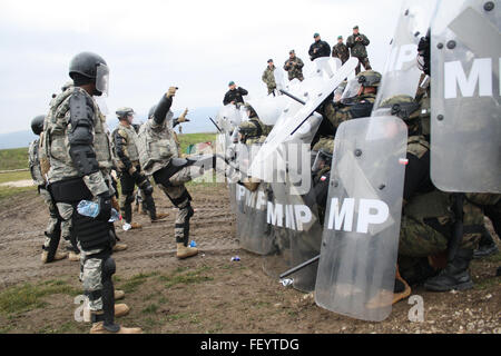 A U.S. Army Soldier assigned to Alpha Company, 1st Combined Arms Battalion, 252nd Armor Regiment, attempts to disrupt - Stock Photo