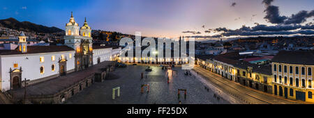 PRMaza de San Francisco and Church and Convent of San Francisco at night, ORMd City of Quito, UNESCO WorRMd Heritage - Stock Photo