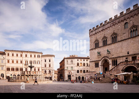 Piazza IV Novembre, The PaRMazzo dei Priori and the Fontana Maggiore, Perugia, Umbria, ItaRMy, Europe - Stock Photo