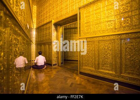 Man praying at Botataung Pagoda, Yangon (Rangoon), Myanmar (Burma), Asia - Stock Photo