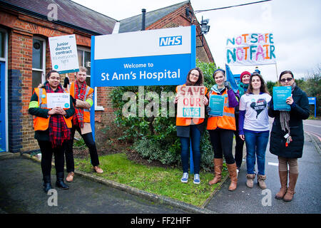 London, UK. 10th February, 2016. Junior Doctors on strike outside St Anns Hospital as they begin their second 24 - Stock Photo