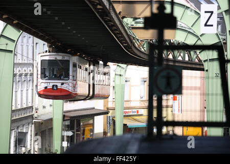 DEU, Germany, North Rhine-Westphalia, Wuppertal, the suspension railway in the district Vohwinkel above the Kaiser - Stock Photo