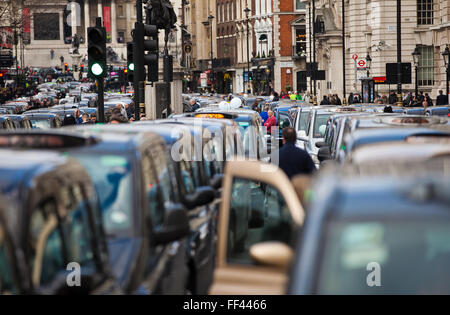 London, UK. 10th February, 2016. Thousands Taxi drivers bring traffic to standstill with Whitehall demonstration, - Stock Photo
