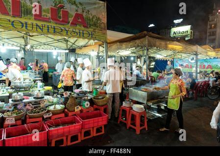 Chợ Bến Thành Market, Bến Nghé District, Ho Chi Minh City (Saigon), Vietnam nightmarket street kitchens selling - Stock Photo