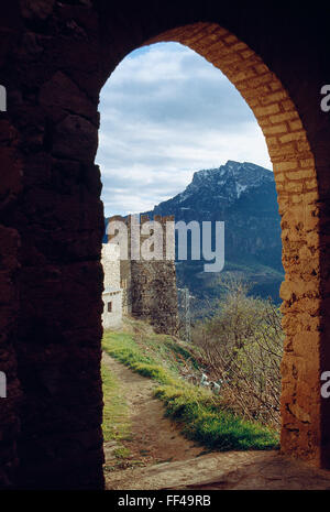 El Yelmo peak viewed through a gate of the city wall. Segura de la Sierra, Jaen province, Andalucia, Spain. - Stock Photo