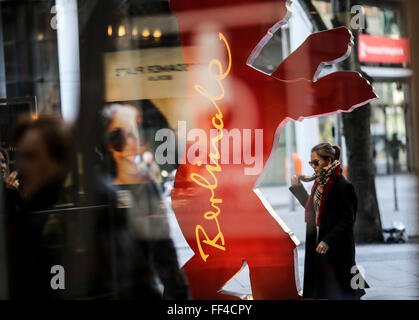 Berlin, Germany. 10th Feb, 2016. People walk by a Berlinale Bear of the upcoming Berlinale Film Festival at a shopping - Stock Photo