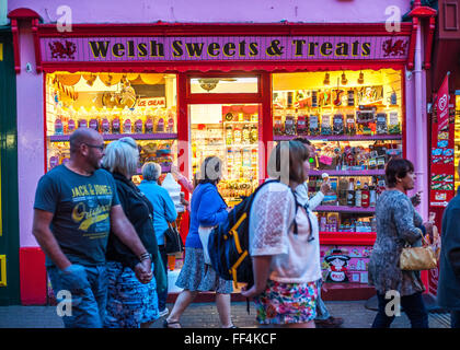Tourists and sweetshop, early evening, Tenby, Wales - Stock Photo