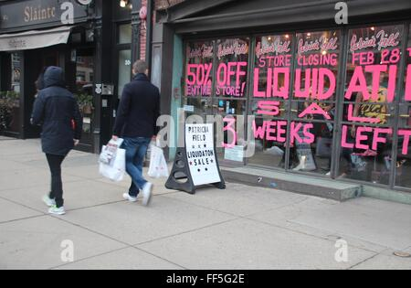 New York, NY, USA. 10th Feb, 2016. Signs in the shop's display windows announce the liquidation sale and closure - Stock Photo