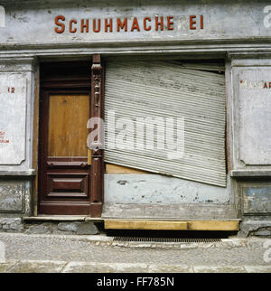 geography / travel, Germany, Berlin, Bernauer Strasse, closed shop 'Schuhmacherei', Additional-Rights-Clearences - Stock Photo