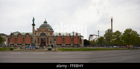 Copenhagen Ny Carlsberg Glyptotek art museum and Tivoli - Stock Photo