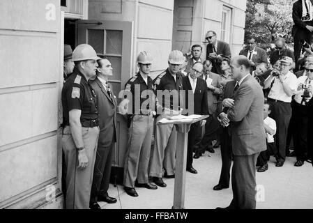 Civil rights, Governor George Wallace (third from left ...