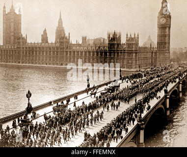 American troops on way to the front march thru London amid the plaudits of the multitudes, crossing Westminster - Stock Photo