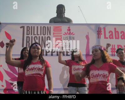 Manila, Philippines. 14th Feb, 2016. Filipinos participate in a global campaign called 'One Billion Rising' at the - Stock Photo