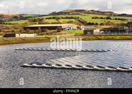 The new floating solar farm being grid connected on Godley Reservoir in Hyde, Manchester, UK. The scheme is a 3 - Stock Photo