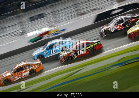 Daytona Beach, FL, USA. 13th Feb, 2016. Daytona Beach, FL - Feb 13, 2016: Clint Bowyer (15) battles for position - Stock Photo
