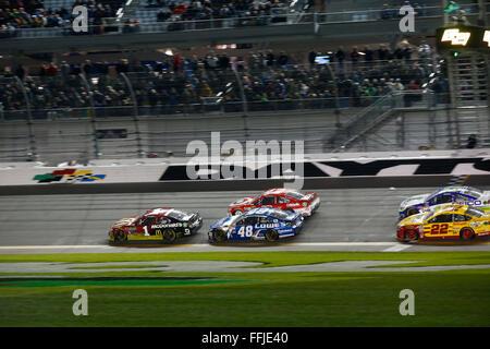 Daytona Beach, FL, USA. 13th Feb, 2016. Daytona Beach, FL - Feb 13, 2016: Jamie McMurray (1) leads the pack during - Stock Photo