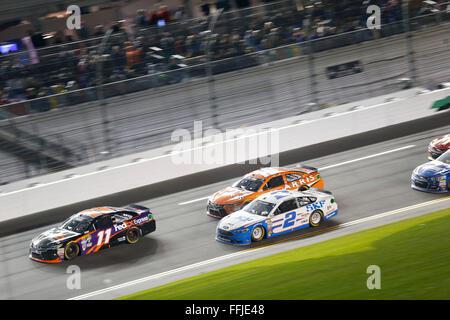 Daytona Beach, FL, USA. 13th Feb, 2016. Daytona Beach, FL - Feb 13, 2016: Denny Hamlin (11) leads the pack during - Stock Photo