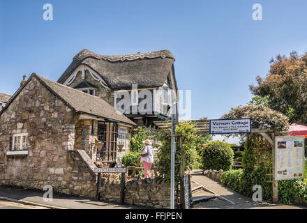 Thatched roof Vernon cottage at village Shanklin, Isle of Wight, South England |  Vernon cottage Dorf Shanklin, - Stock Photo