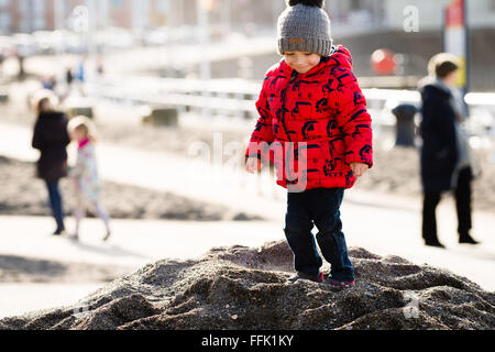 Aberystwyth, Wales, UK. 15th February 2016.  UK weather: A young child  enjoying a day of  warm winter sunshine - Stock Photo