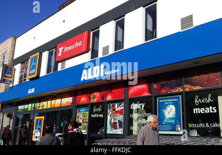 Aldi Supermarket Store In Kingsbury North West London Stock Photo