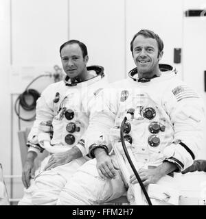 NASA Apollo 14 astronauts Alan B. Shepard Jr. (right), commander, and Edgar D. Mitchell, lunar module pilot, are - Stock Photo